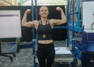 Laura-Maija teki historiaa lisäpainoleuanvedossa, rikkoi kolmantena suomalaisnaisena 50 kilon rajapyykin